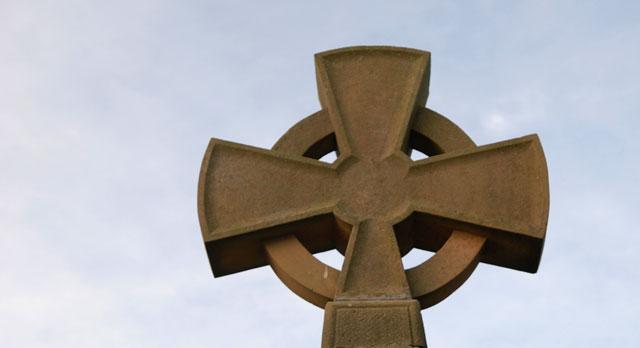 Et steinkors fra Lindisfarne - håper jeg finner noen langs leden.